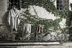 White Portal ruana wrap, Lopez silk and wool sheep scarf, Pashmina Guarmi with silk, Pashmina Portal, Cafayate rug